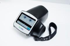 スポットビジョン スクリーナー赤ちゃんから大人まで瞬時に両眼の屈折(遠視・近視・乱視)を測定できる医療機器です。